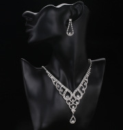 Sparkling water, European and American brides, Rhinestone necklaces, earrings, 2 sets of wedding fashion accessories