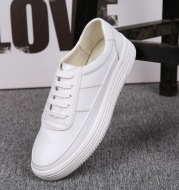 In the autumn of 2021 new men's Korean sports shoes men's casual shoes with thick white running shoes breathable bottom.