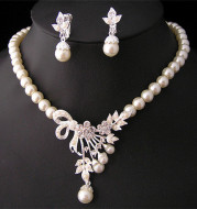 Wedding ladies, bridal ornaments, wedding gowns, pearls, necklaces, earrings, jewelry sets