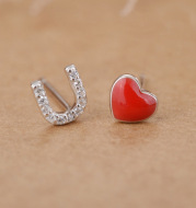 Heart-shaped enamel asymmetric stud earrings