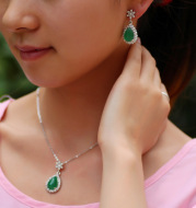 Europe and the micro explosion models with zircon, emerald green natural green chalcedony Pendant Earrings Set female bride accessories distribution