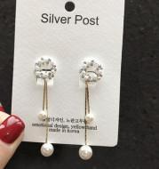 Pearl garland stud earrings