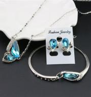 Three-piece necklace set
