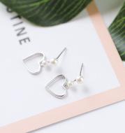 Hollow love earrings