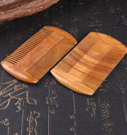 Green Sandalwood comb grate duer to prevent hair loss, dense teeth, bearded lice comb