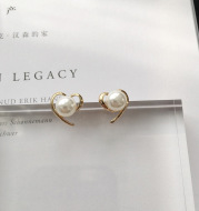 Korean version of peach heart love pearl earrings simple smooth earrings wild temperament earrings