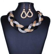 Prepare a temperament necklace earring set