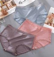 Antibacterial lace-edged panties