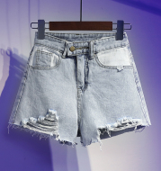 Denim shorts with contrast pockets