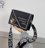 Wide shoulder strap letter shoulder bag