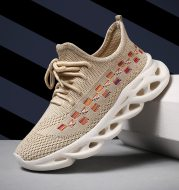 Girls' sports shoes with mesh