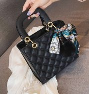 Fashion Embroidery Thread One-Shoulder Messenger Handbag