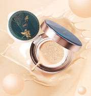 A Box Of Eight-Piece Floral Jade Jade Makeup Set