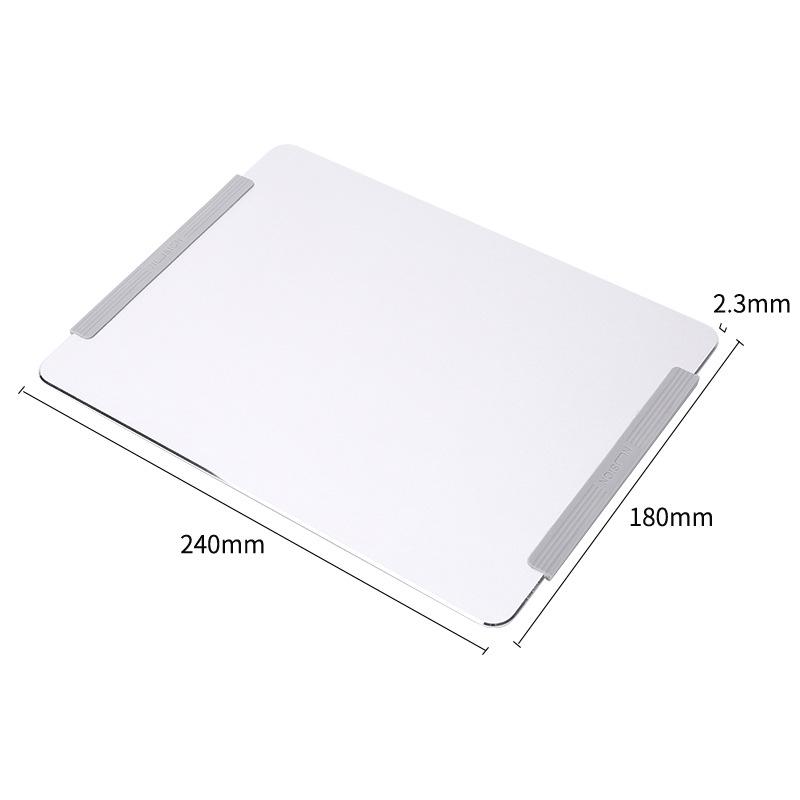 Tapis de souris aluminium avec rebords en silicone antidérapants