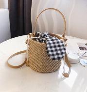 Wild Ins One-Shoulder Bucket Bag Simple Woven Handbag