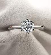 Six Prongs 1 Carat 925 Sterling Silver Moissanite Ring