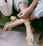Niche Design New Word Belt Sandals Women