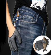 Fishing Catching Gloves with Magnet Release