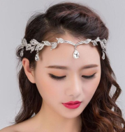 Eyebrow pendant full of rhinestones