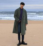 Loose silhouette overcoat
