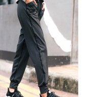 Sporty loose trousers close feet