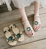 Flat sandals and slippers