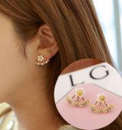 Female little daisy flower pearl earrings