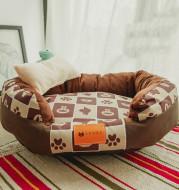 Pet bed dirt-resistant mat