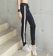 Fitness trousers with side striped pockets