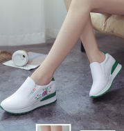 Inner raised platform shoes with round toe caps