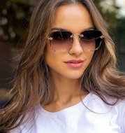 Square sunglasses with cut edges