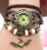 Vintage casual flying heart pendant bracelet belt watch