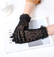 Ladies lace sunscreen gloves