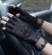 Semi-Finger Lace Sunscreen Gloves Female Summer Ice Silk Half Fingers Anti-Slip Driving Thin Anti-UV Fashion Women Mittens TB54