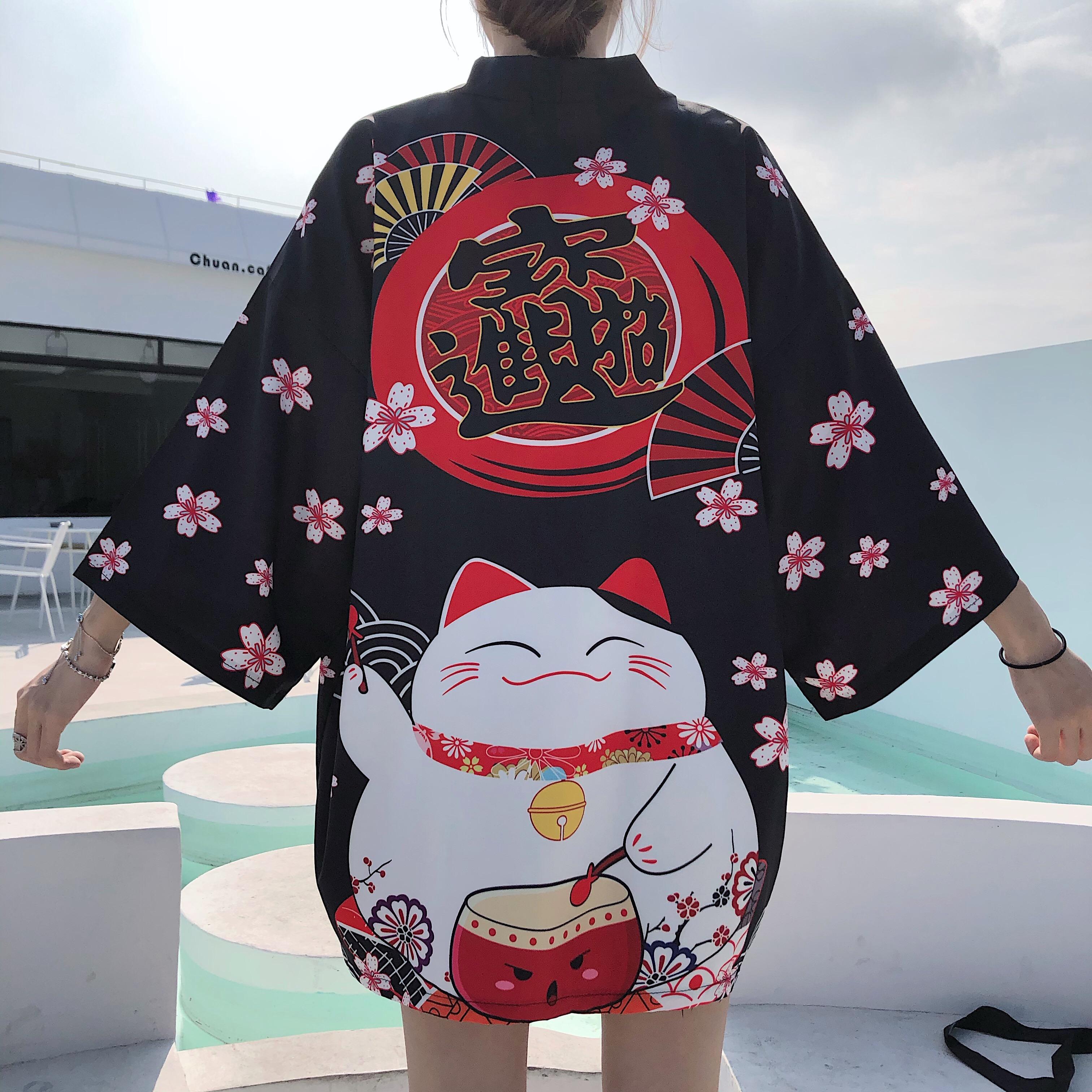 Foto trasera Chaqueta Haori estilo japonés mujer Maneki Neko negra 2