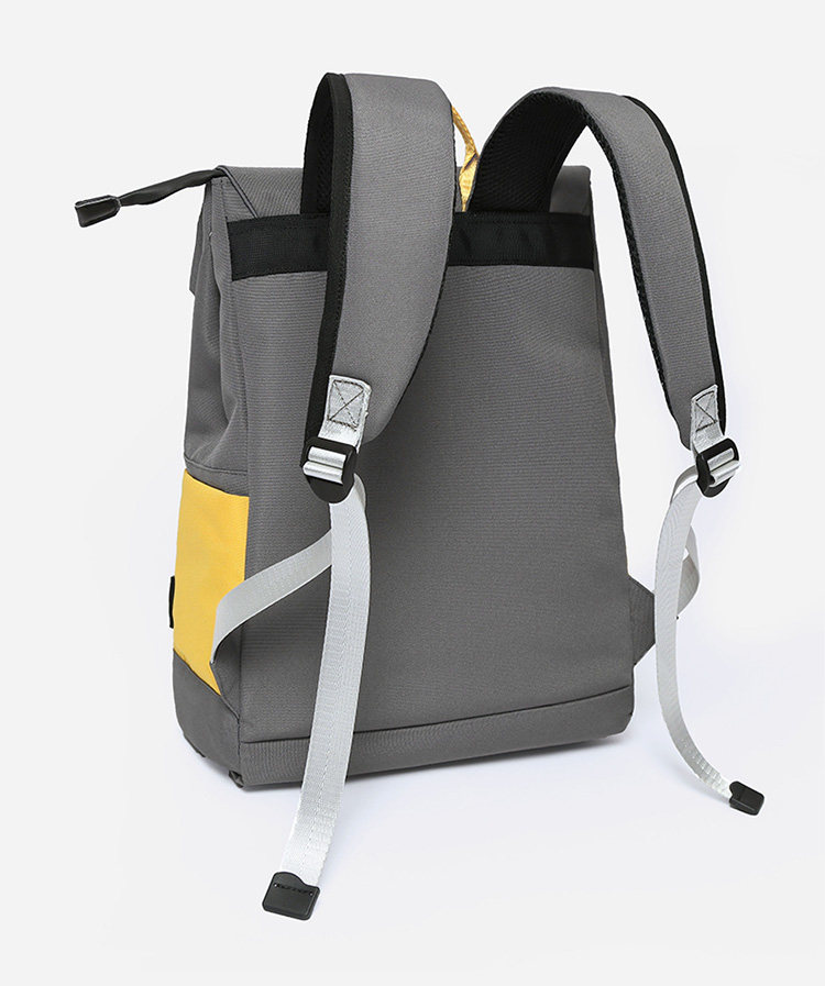 Foto trasera mochila Ghost Destruction Blade anime amarilla