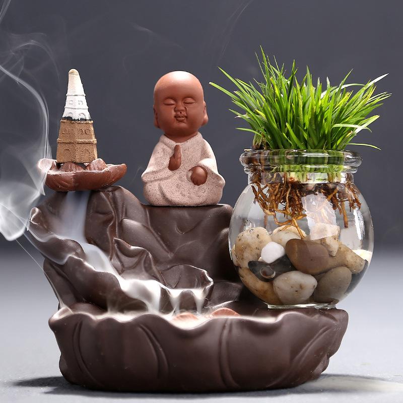Quemador incienso reflujo pequeño monje novato Zen (ropa roja)