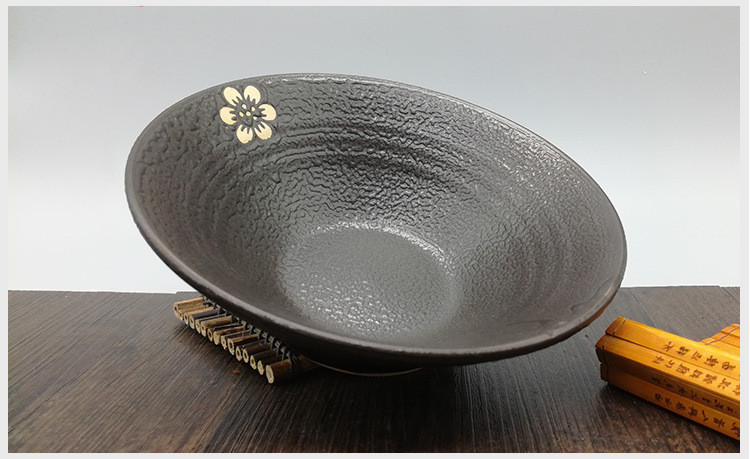 Vista interna cuenco cerámica japonesa para ramen.