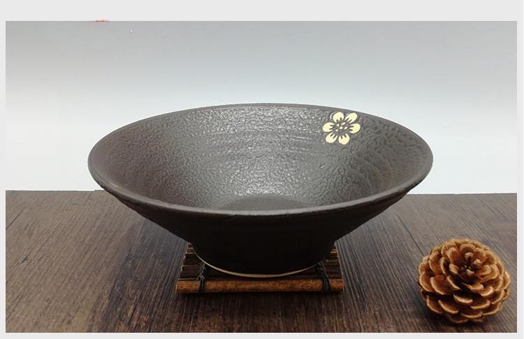 Foto sugerencia presentación cuenco cerámica japonesa para ramen.