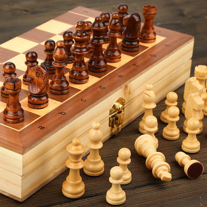 Jeu d'échecs en bois massif 2