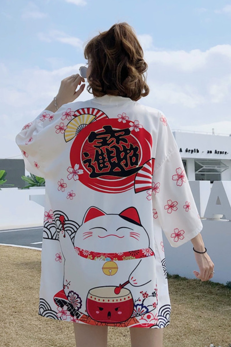 Foto trasera Chaqueta Haori estilo japonés mujer Maneki Neko blanca