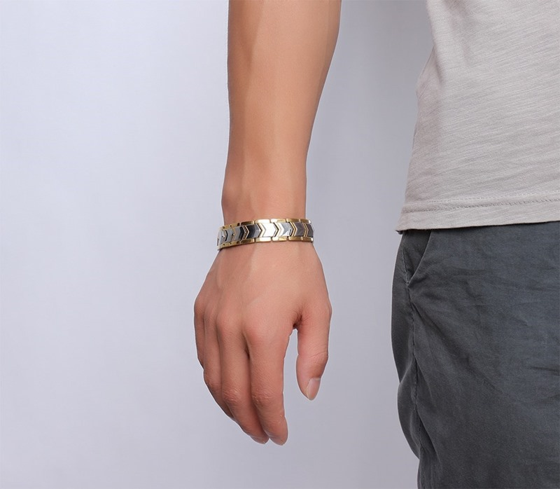 Zuringa Silver Chevron Magnet Bracelet