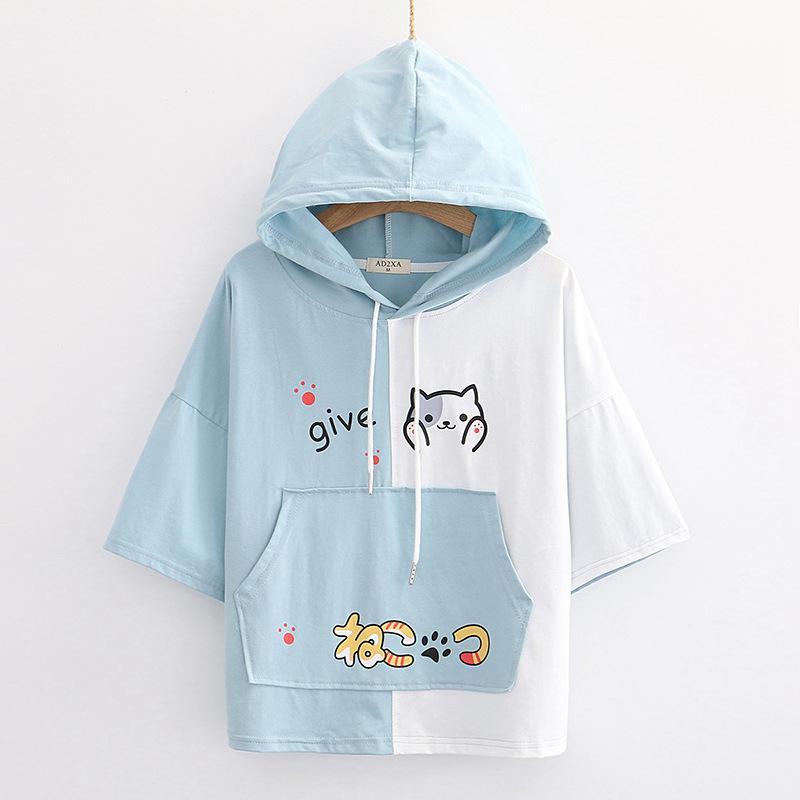 Camiseta manga corta mujer con capucha diseño gato mostrando capucha